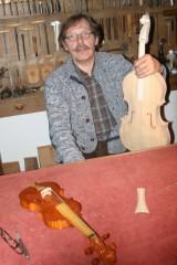 en-semi-retraite-jean-jacques-pages-cree-des-instruments-baroques-tout-en-preparant-un-livre-sur-le-savoir-faire-de-la-lutherie.jpg